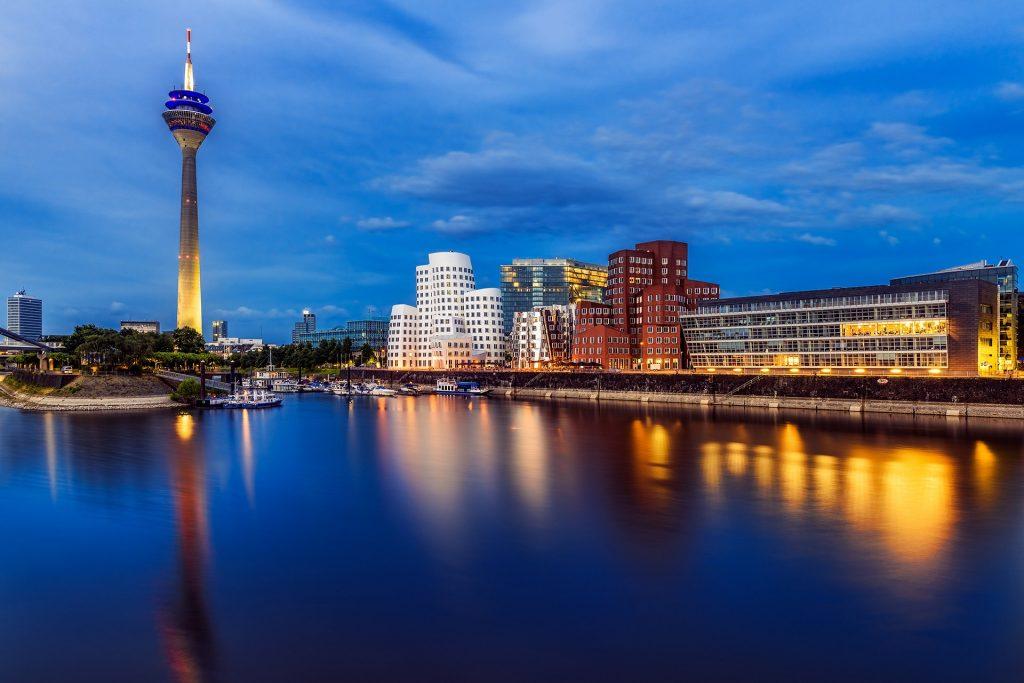 Escort Düsseldorf bei Nacht erleben